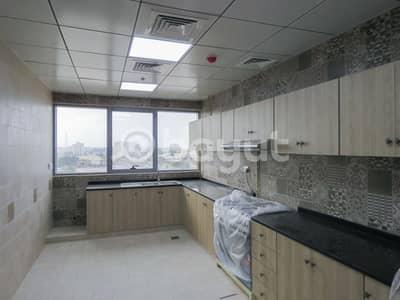 شقة 3 غرف نوم للايجار في شارع الملك فيصل، أم القيوين - بدون عمولة . . . . . شقة مميزة للايجار في ام القيوين.