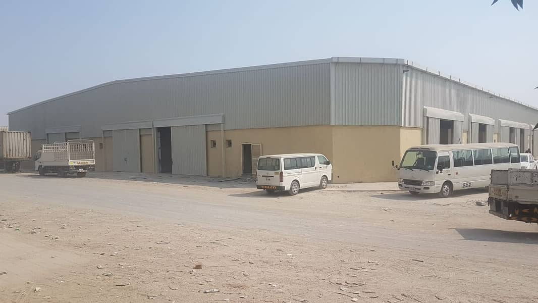 مستودعات للبيع في الصناعية العاشرة موقع مميز مساحة 40000 زاوية