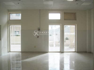 Shop for Rent in Al Barsha, Dubai - HUGE GROUND FLOOR SHOP l HIGH CEILING | SURROUNDED BY RESIDENTIAL/ COMMERCIAL BUILDINGS | PUBLIC TRANSPORTATION