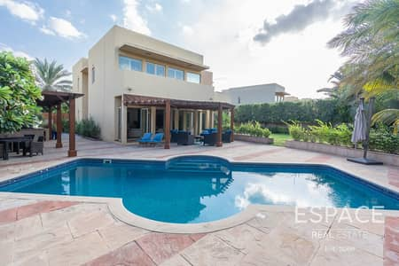 Large Garden - Private Pool - Immaculate