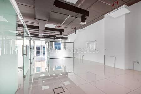 مکتب  للبيع في الخليج التجاري، دبي - Fitted Office with Glass Partitions