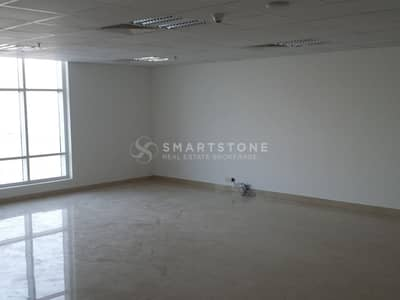 Office for Rent in Jumeirah Lake Towers (JLT), Dubai - HUGE FITTED OFFICE W/ ATTACHED PANTRY & WASHROOM | PERFECT LOCATION W/ PUBLIC TRANSPORTATION