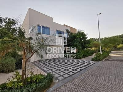 فیلا 4 غرف نوم للبيع في البراري، دبي - Contemporary Designed Villa | Best Location