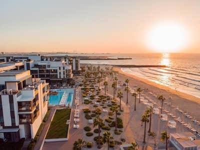 تاون هاوس 4 غرف نوم للبيع في لؤلؤة جميرا، دبي - Luxury Beachfront Townhouse with 4 Bedroom
