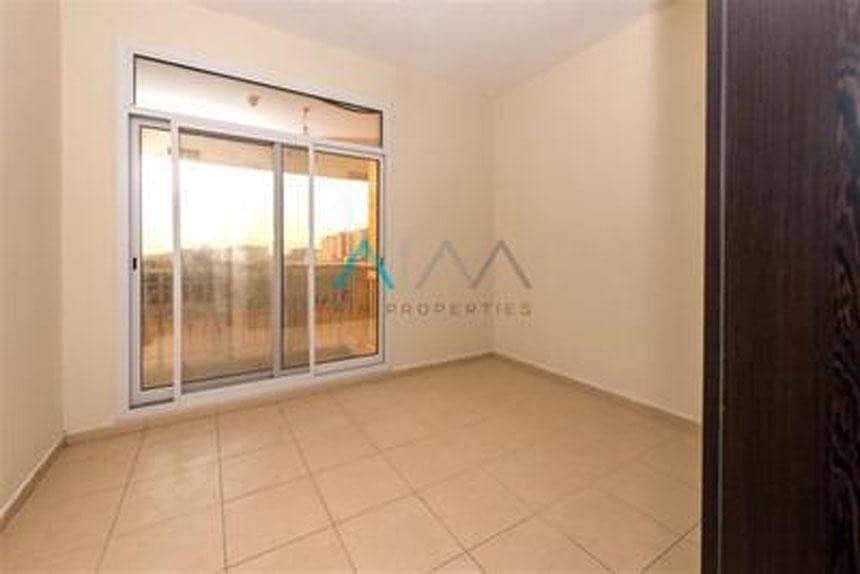 2 Best Price - 1 Bed Room Vacant - Bright Layout