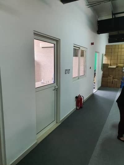 SHOWROOM WITH CONNECTED WAREHOUSE - SUITABLE FOR INDOOR SPORTS OR GYMNASTIC CENTER @ AL QUOZ - 3