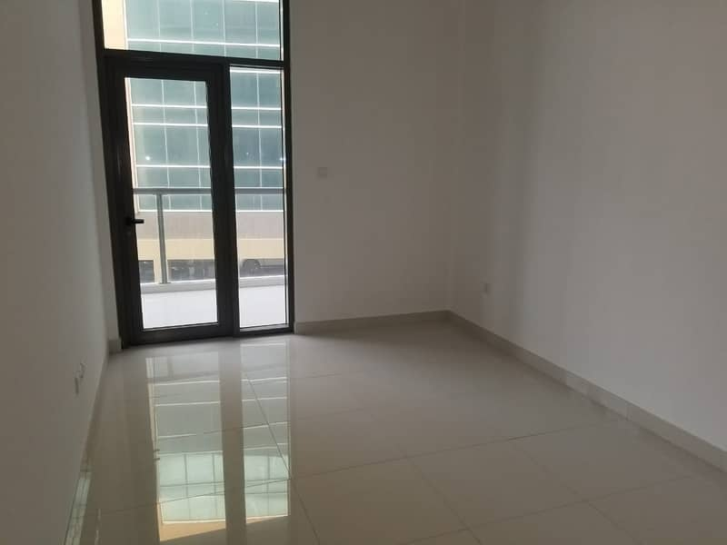 8 HUGE size studio in well maintained BUILDING