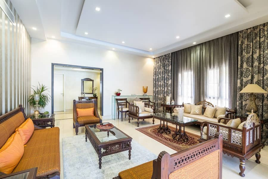 2 Fully Upgraded | Lake View | E End Villa