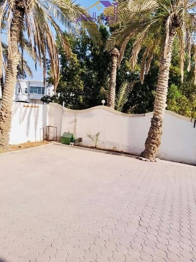 8 Bedroom Villa for Rent in Al Mirgab, Sharjah - villa with a fantastic space for residence or investment