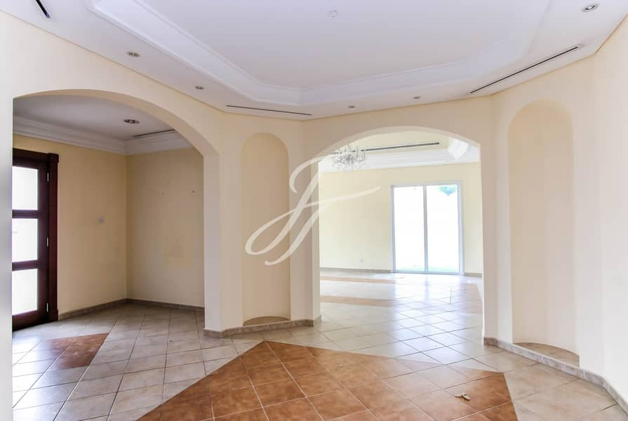2 Vacant/ 5 BR Family Villa/ Next to Tennis Court