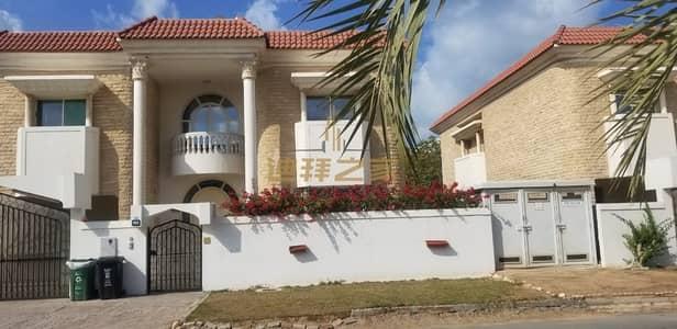 فیلا 5 غرف نوم للايجار في المنارة، دبي - Well Maintaned Independent 5BR + Maids Room Villa With Shared Pool