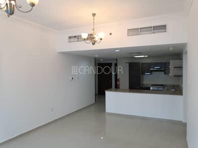 شقة 2 غرفة نوم للايجار في الخليج التجاري، دبي - Great Location for Working Bachelors Best Price