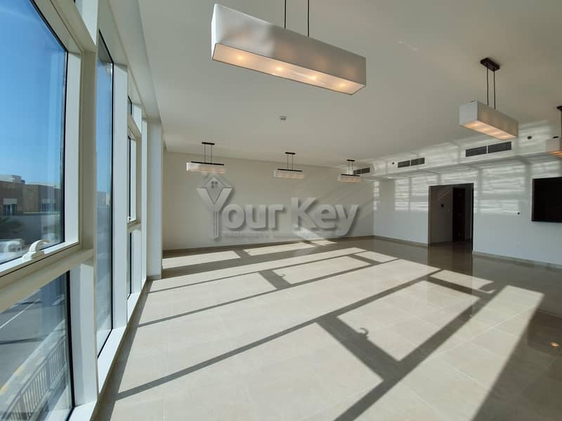 2 Bright and Stylish Abode  4BR with Modern Facilities