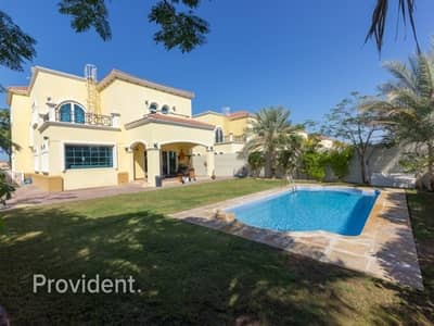 4 Bedroom Villa for Sale in Jumeirah Park, Dubai - Must-See Legacy 4BR with Private Pool | Park View
