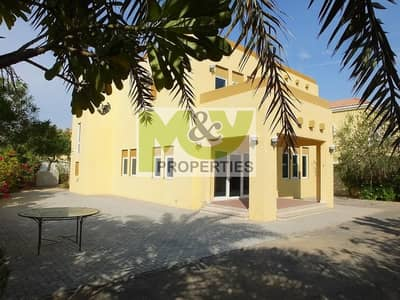 فیلا 3 غرف نوم للايجار في جميرا بارك، دبي - A Three Bedroom Heritage Large Villa. Corner Plot. Available Now.