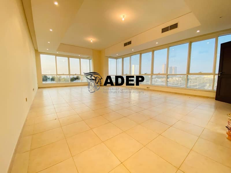 Amazing 3BHK APT With All Facilities