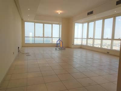 شقة 3 غرف نوم للايجار في منطقة النادي السياحي، أبوظبي - Spacious Apartment With Sea View & Road View
