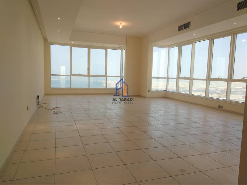 Spacious Apartment With Sea View & Road View