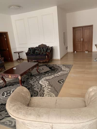 villa for rent at el warqa : 6 bedroom master with surface block
