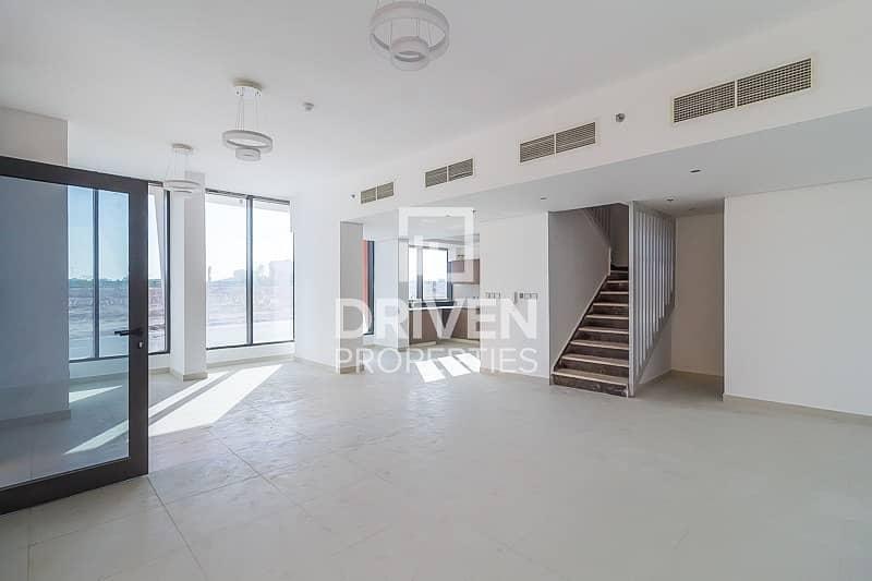 Bright Spacious Duplex| Private Entrance