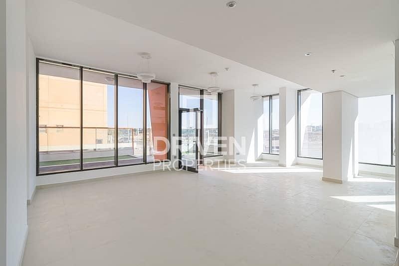 2 Bright Spacious Duplex| Private Entrance