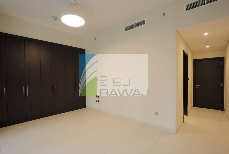 2 Brand new and Luxurious 2 BHK  apartment with close kitchen   in Downtown Dubai