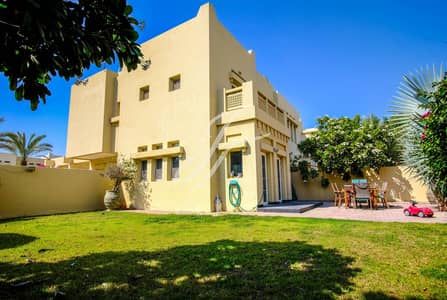 3 Bedroom Villa for Rent in The Lakes, Dubai - Make Yourself At Home | Upgraded Kitchen | Large Plot