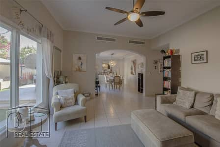 4 Bedroom Villa for Sale in The Lakes, Dubai - Immaculate Upgraded 4 bed on the pool and park