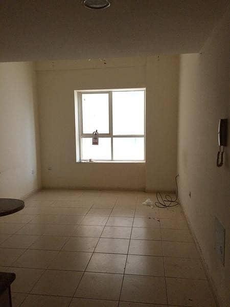 شقة في أبراج اللوز جاردن سيتي 1 غرف 155000 درهم - 4457711