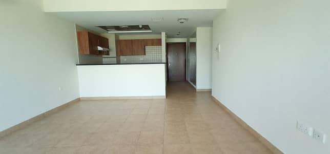شقة 2 غرفة نوم للايجار في مدينة دبي الرياضية، دبي - شقة في غولف فيو مدينة دبي الرياضية 2 غرف 57999 درهم - 4459246