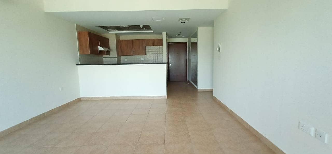 شقة في غولف فيو مدينة دبي الرياضية 2 غرف 57999 درهم - 4459246