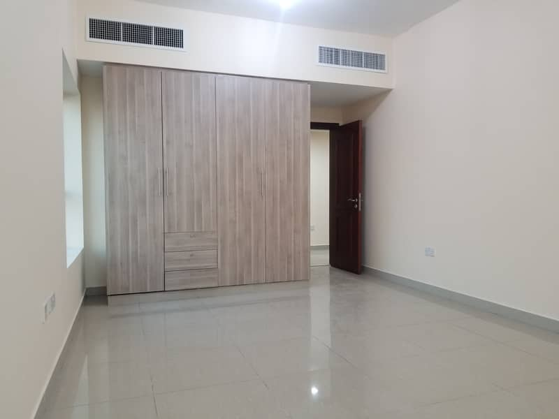 Ultra luxury 1bhk with balcony wardrobes central ac new building like brand new available in mussafah shabiya 45k