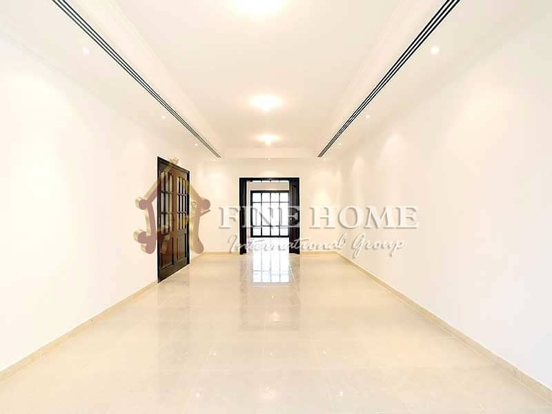 Outstanding 6BR Villa With People Pleasing Balcony