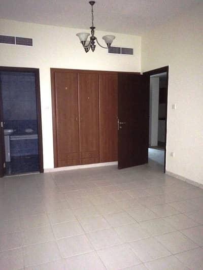 شقة 1 غرفة نوم للبيع في المدينة العالمية، دبي - فرنسا المجموعة 1 قاعة السرير التي تواجه تاون هاوس