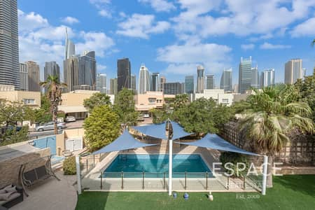 5 Bedroom Villa for Sale in The Meadows, Dubai - Exclusive | Fully Upgraded Villa | Skyline View