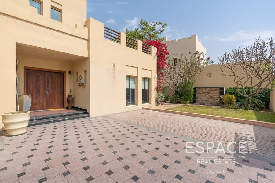 12 Immaculate Condition | Upgraded Private Pool