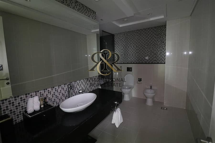 17 Fully Furnished 3 BR I Luxury Apartment