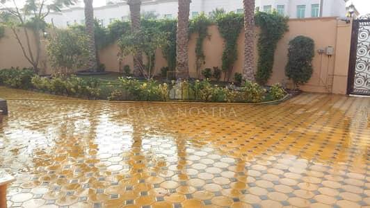 5 Bedroom Villa for Rent in Jumeirah, Dubai - Huge Commercial 5BR Villa I Close to Jumeirah Road
