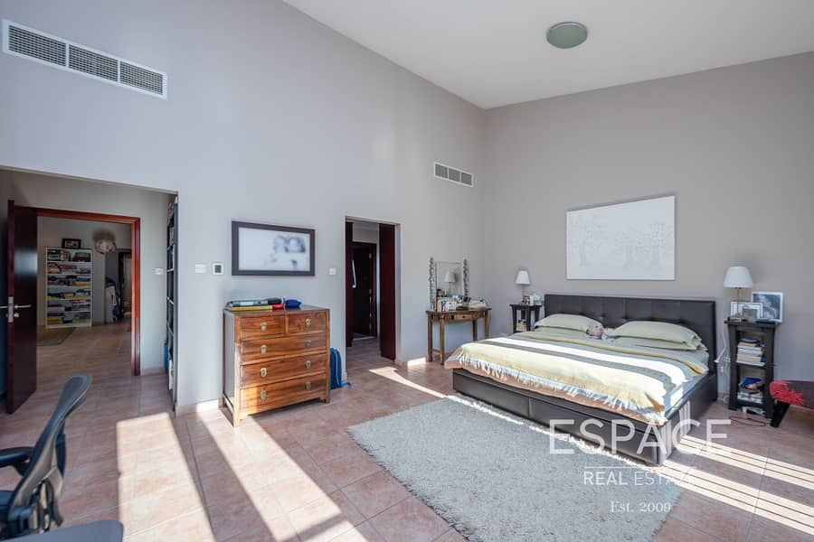 13 Close to Park and Pool | GCE | End Unit