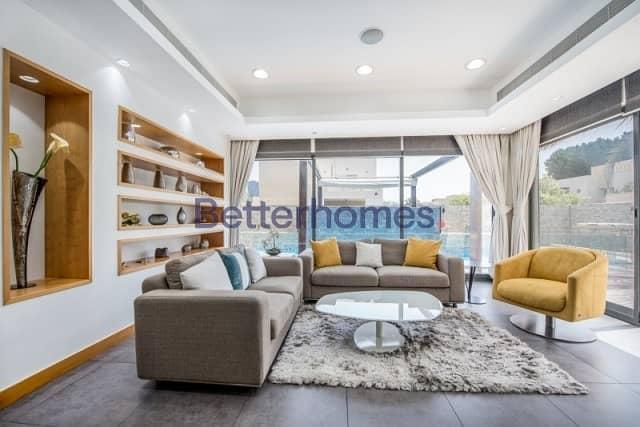 4 Bedrooms Villa in  Meadows
