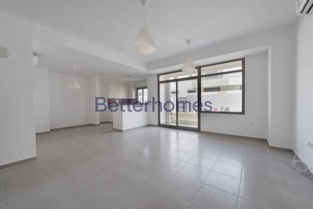 3 Bedrooms Townhouse in  Town Square