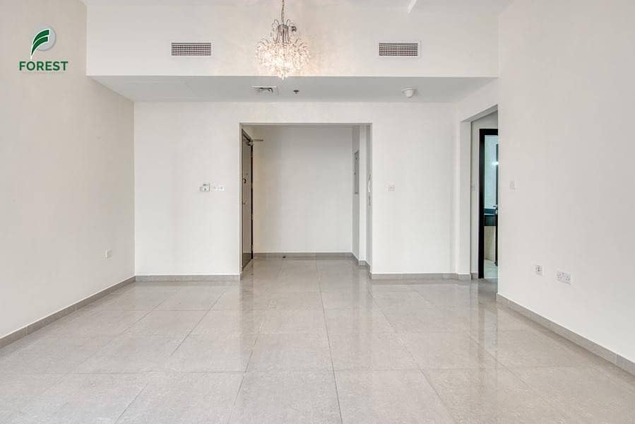 2 Spacious 1BR with Pool View | Well-Maintained