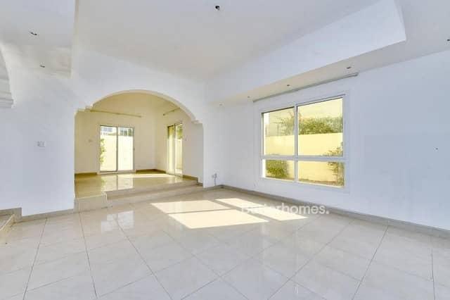 2 4 Bedrooms Villa in  Al Badaa