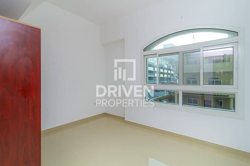 2 Well-kept 3 Bed Apartment with Pool Viewt