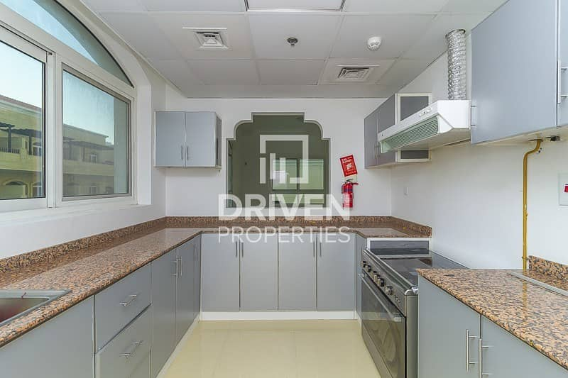 19 Well-kept 3 Bed Apartment with Pool Viewt