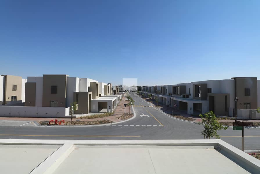 Amazing Townhouse   4 Bed + Maids