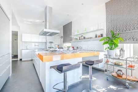 فیلا 6 غرف نوم للبيع في نخلة جميرا، دبي - Fantastic Modern Upgraded Signature Villa