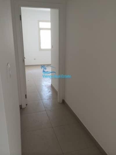 فلیٹ 2 غرفة نوم للايجار في الغدیر، أبوظبي - Corner 2BR Apartment for RENT Al Ghadeer!