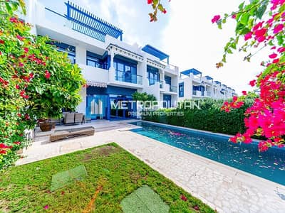 5 Bedroom Villa for Sale in Palm Jumeirah, Dubai - Sunny sea side 5 bedrooms villa Fully furnished !