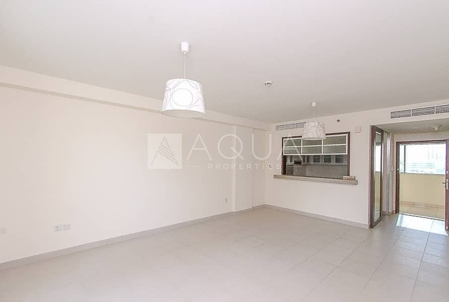 2 Spacious 1 BED l Low Floor l Blvd Central